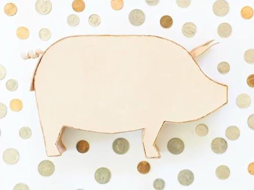 Кожаная свинья-копилка из старых кожаных вещей