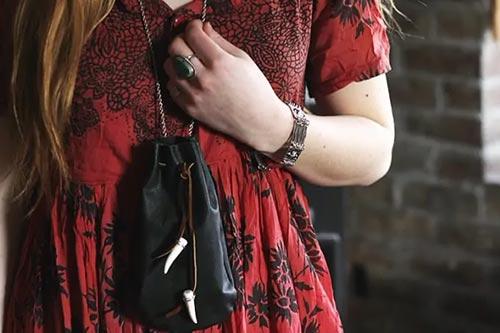 Кожаный мешочек на шнурке из старых кожаных вещей