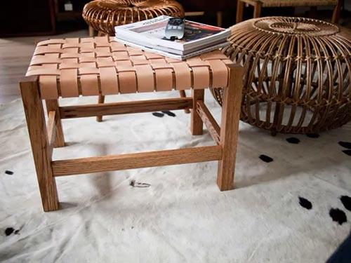 Стол из плетеной кожи из старых кожаных вещей