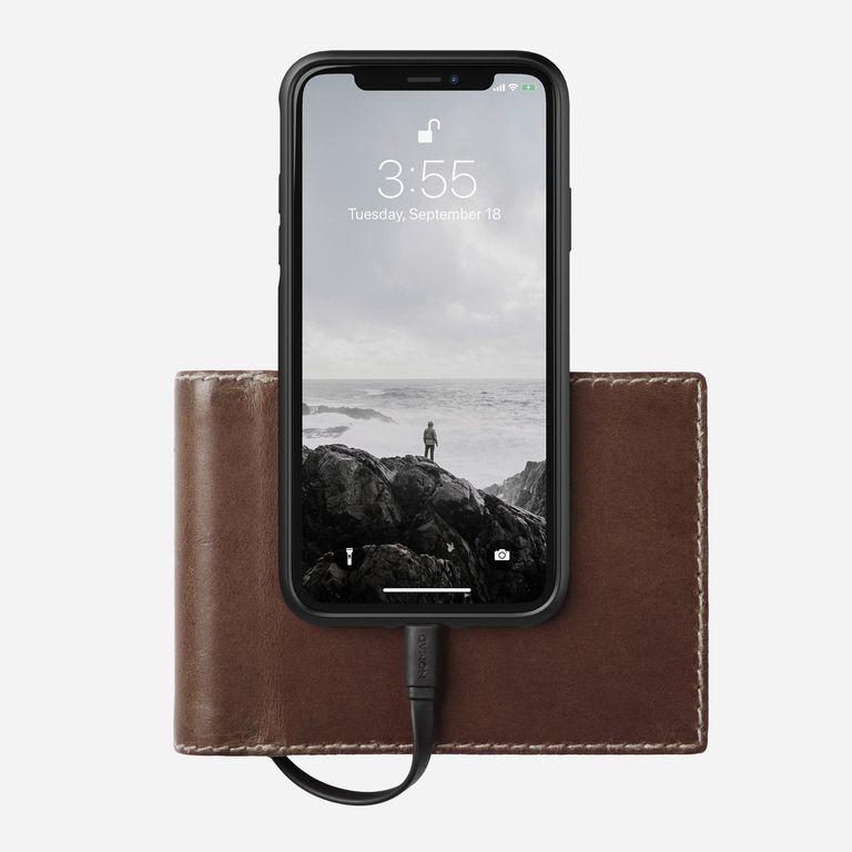Кожаный чехол с зарядкой для телефона в подарок парню