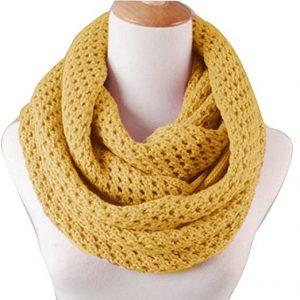 Подарок маме - вязаный зимний теплый шарф
