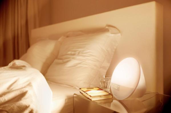 Подарок молодожёнам - световой будильник