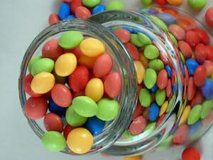 Подарок на день рождения - ваза или банка с конфетами