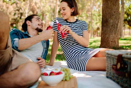 Пикник в парке - подарок на годовщину свадьбы
