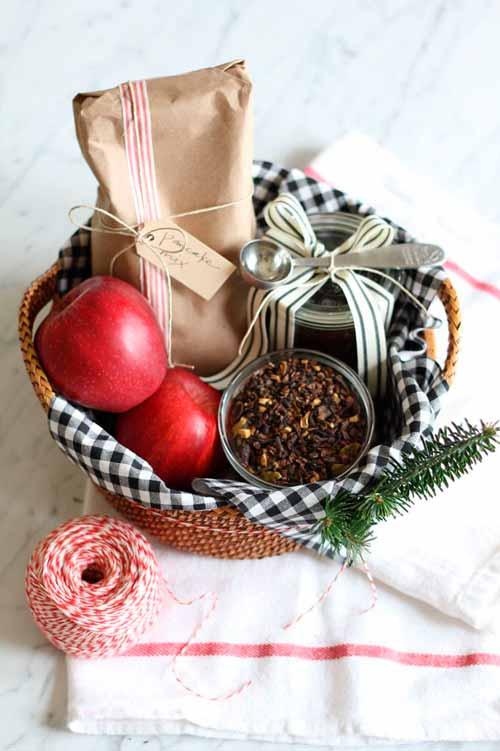 Подарок папе - чайная корзина