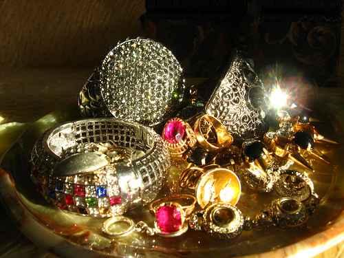 Как ухаживать за украшениями из драгоценных металлов